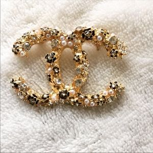 Gold pearl and crystal brooch